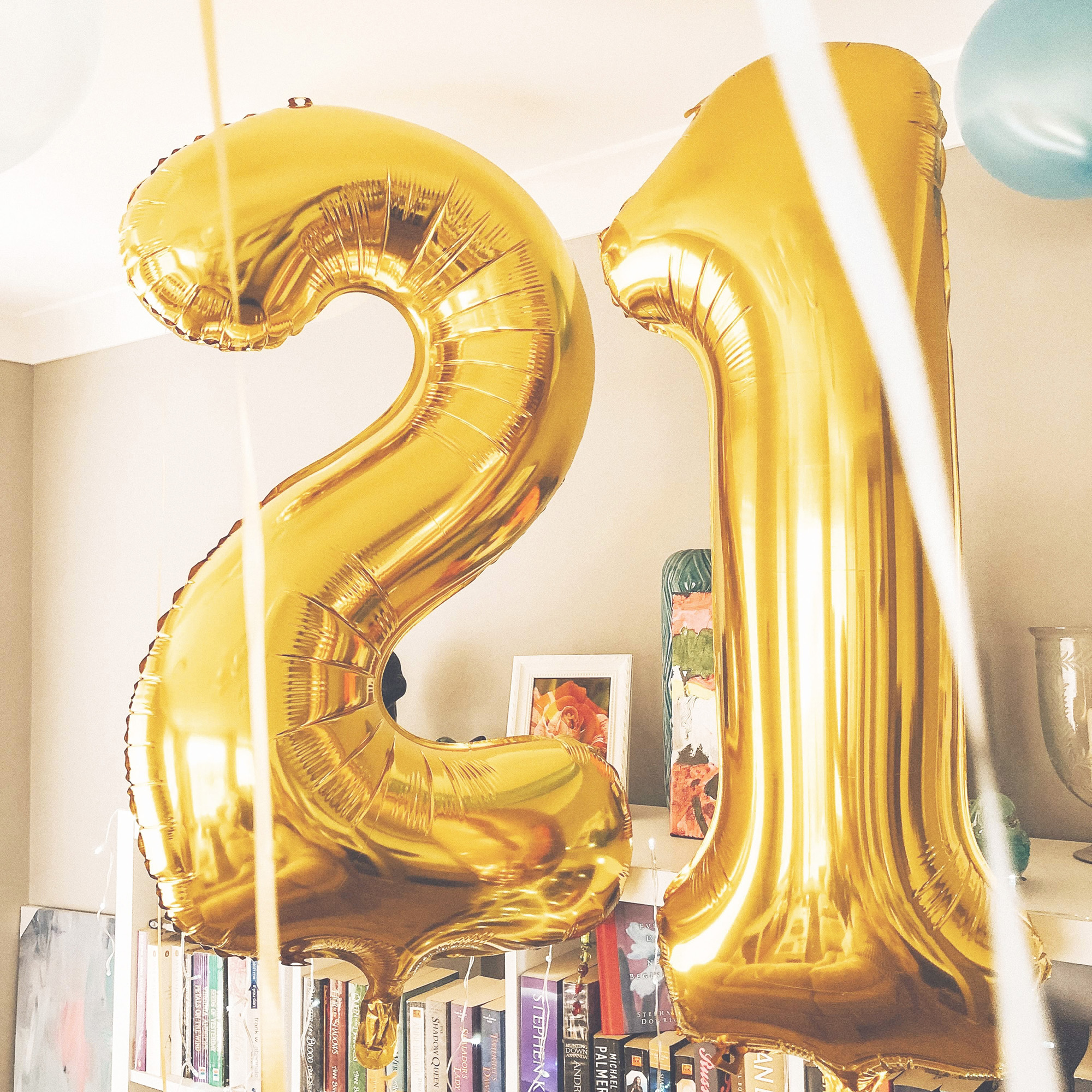 Gold balloons number 21 by Kortnee Greenfield via Unsplash