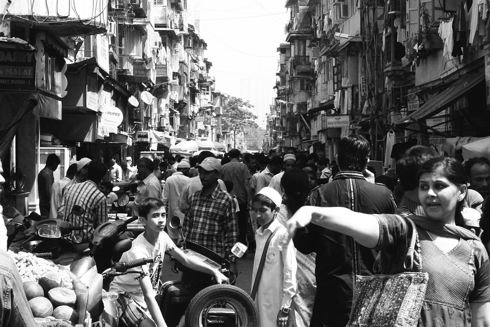 Black and white photo of a crowded marketplace